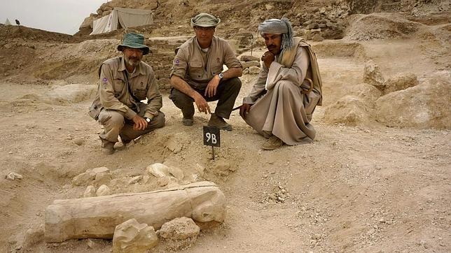 Arqueólogos españoles descubren en Luxor el sarcófago intacto de un niño