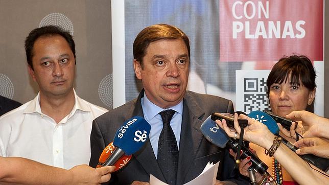 Luis Planas durante la rueda de prensa ofrecida este miércoles para anunciar que no ha conseguido los avales suficientes para optar a las primarias del PSOE-A