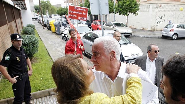 Gómez saluda a Alonso en una de sus últimas visitas a Córdoba