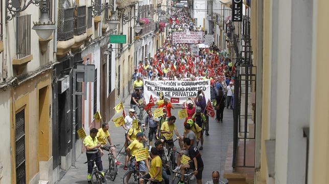 Un momento de la manifestación contra las privatizaciones en el Ayuntamiento