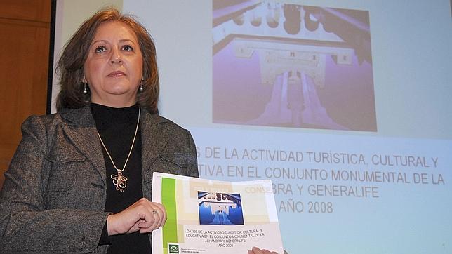 La directora del Patronato de la Alhambra y el Generalife, María del Mar Villafranca