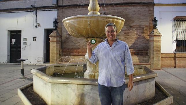 Federico Moros, con una muestra de su jabón artesano