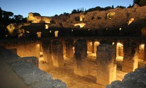 Paseos nocturnos por Itálica