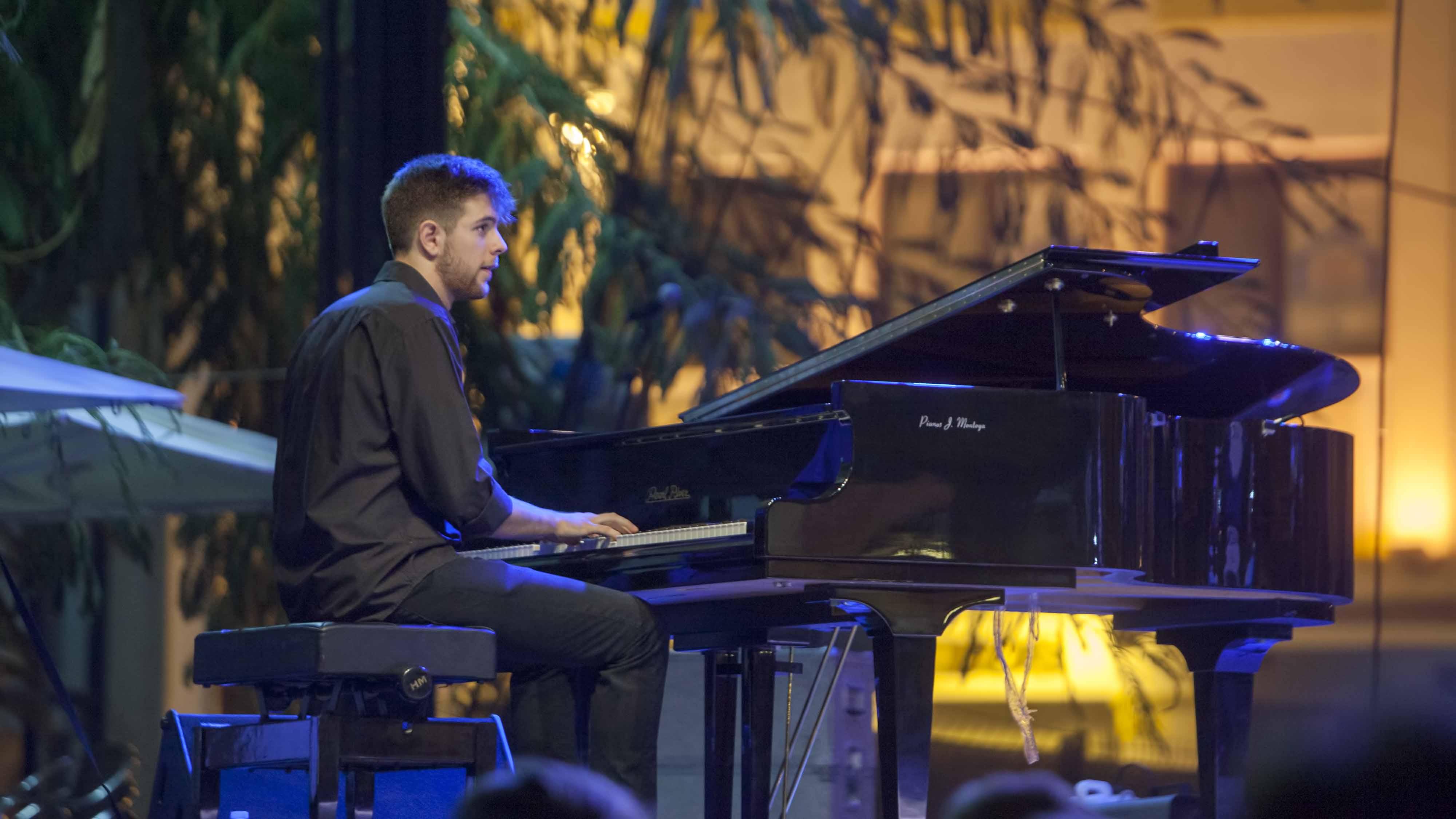 El utrerano Andrés Barrios es un enamorado del mundo del piano