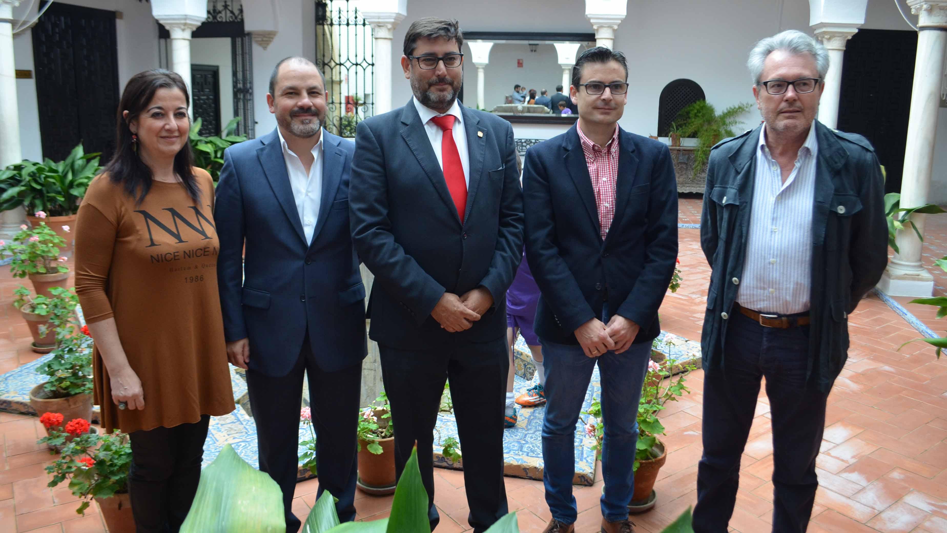 El alcalde de Utrera, José María Villalobos, ha apoyado el surgimiento de esta orquesta