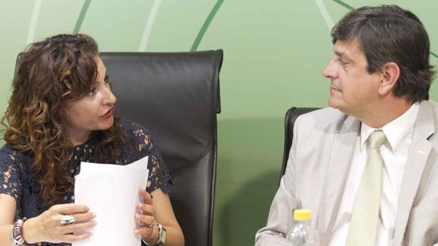 La exconsejera de Salud María Jesús Montero y el exgerente del SAS José Luis Gutiérrez