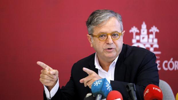 Salvador Fuentes, durante una rueda de prensa en el Ayuntamiento de Córdoba