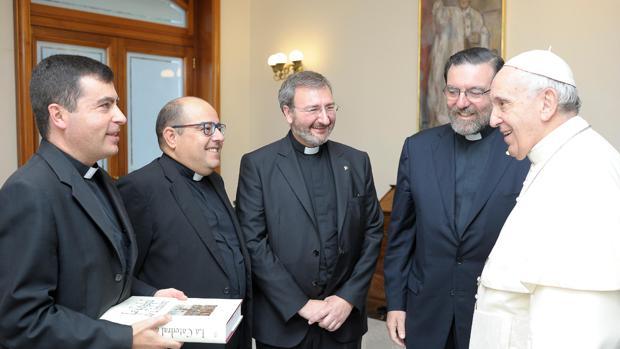 Agustín Moreno, José Juan Jiménez, Joaquín Alberto Nievo y Fernando Cruz-Conde, con el Papa Francisco