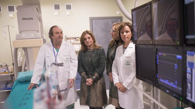 La consejera de Salud de la Junta de Andalucía, Marina Álvarez, en una visita al hospital Reina Sofía