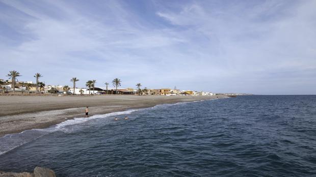 Las imáneges fueron captadas con un móvil cuando la pareja estaba en una playa