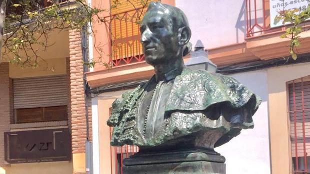 El busto de Lagartijo libre de pintadas