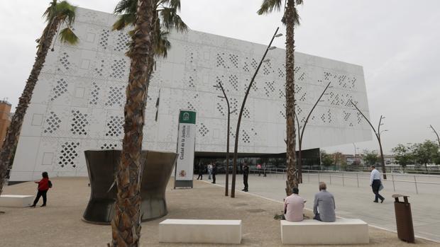 Fachada principal de la Ciudad de la Justicia de Córdoba
