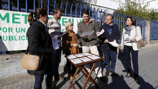 José María Bellido, en una mesa informativa sobre el Metrotrén en noviembre de 2016