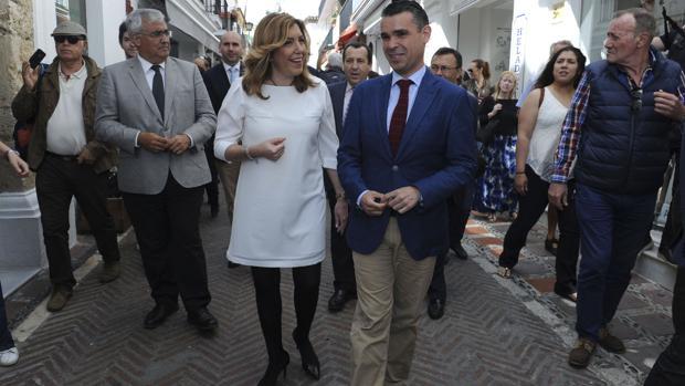 El socialista José Bernal, con Susana Díaz paseando por Marbella cuando fue alcalde de la localidad