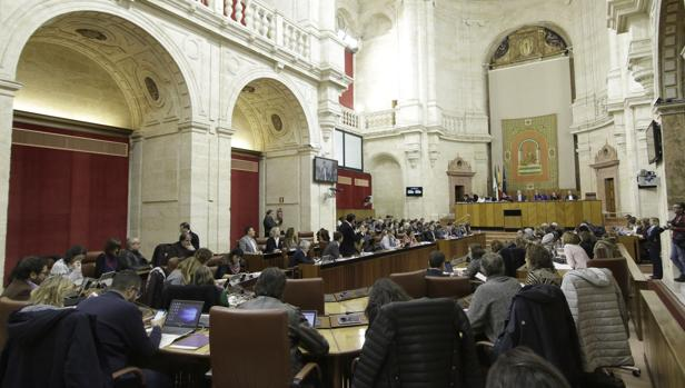 Los partidos se disputan el día 2 de diciembre ocupar los 109 escaños del Parlamento andaluz