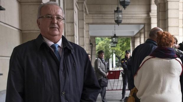 El exconsejero de la Junta de Andalucía Antonio Fernández, saliendo de la Audiencia de Sevilla