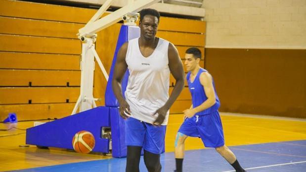 Macam Bak en el primer entrenamiento con el equipo