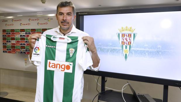 El entrenador del Córdoba B, Juan Marrero, en su presentación