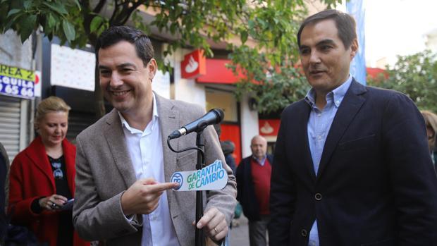 Juanma Moreno, con José Antonio Nieto, en un acto de la campaña en Córdoba