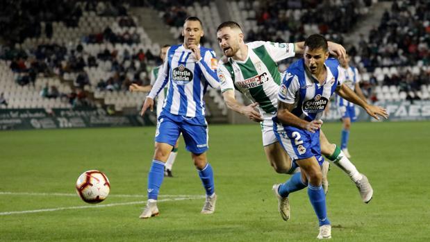 Javi Galán, en el partido ante el Deportivo, que tiene el mejor ataque de Segunda