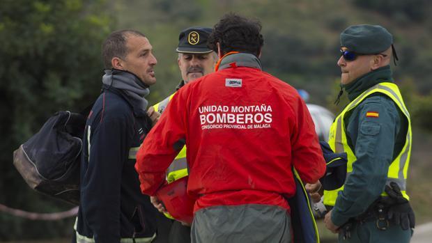 Efectivos de rescate llegando al puesto de mando