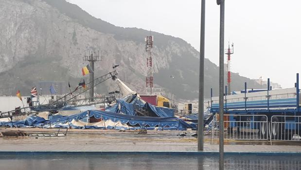 Imagen de cómo ha quedado la carpa del Circo Berlín por el viento