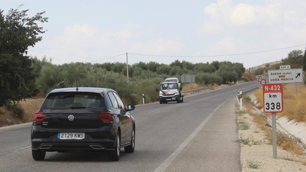 Vehículos circulando por la N-432 (Badajoz-Granada)