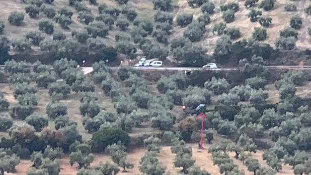 Paraje de Fuente Soto donde ha sido hallado el coche (señalado con una flecha) del hombre desaparecido