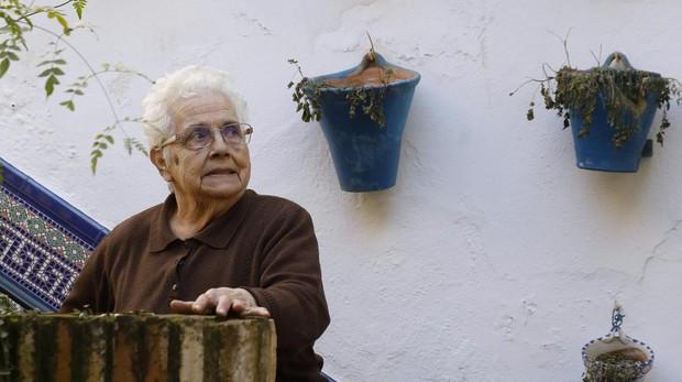 Manuela, la propietaria de Guzmanas, 4, que hace años que no monta el patio