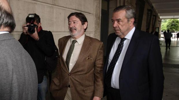 Francisco Javier Guerrero y Carlos Sierra, en los Juzgados de Sevilla
