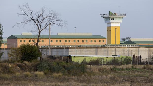 Vista exterior del penal de Huelva