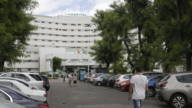 Aparcamiento en superficie del hospital Virgen Macarena de Sevilla