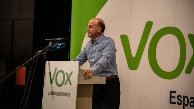 El hasta ahoora presidente de Vox en Granada, Julio Vao