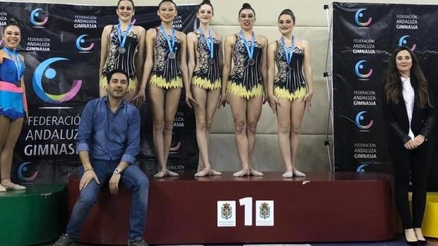 El equipo senior promesas C del Liceo de Córdoba, con el oro