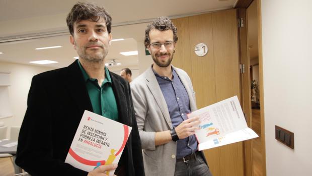 Javier Cuanca y Javier Cabrera durante la presentación del informe en la Fundación Cajasol