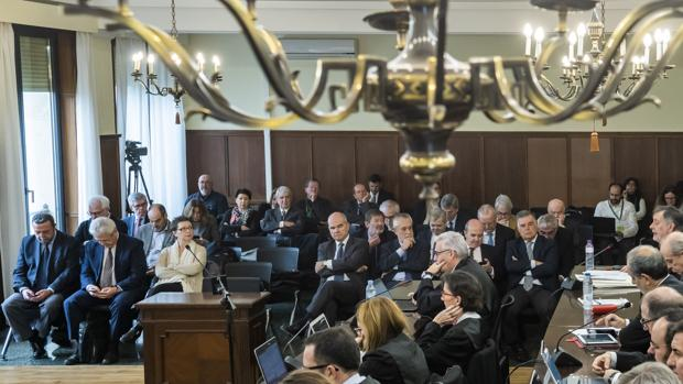 Los 21 ex altos cargos de la Junta, en el banquillo durante el juicio celebrado por el sistema de los ERE