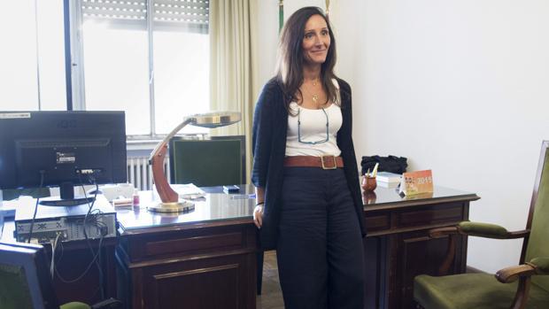María Núñez Bolaños, en su despacho en el juzgado de instrucción número 6 de Sevilla