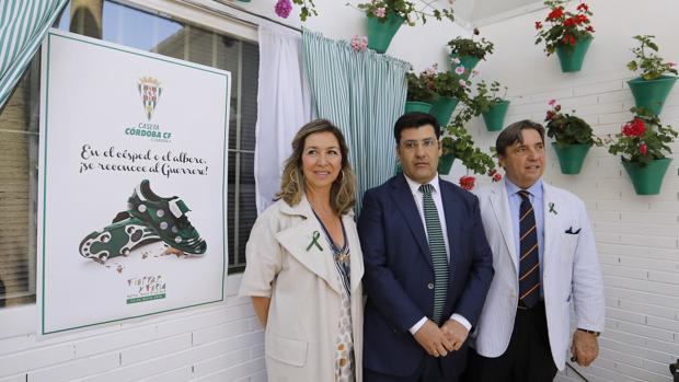 Entrenas, León y Zulategui, en la presentación de la Cruz de Mayo del club en 2018