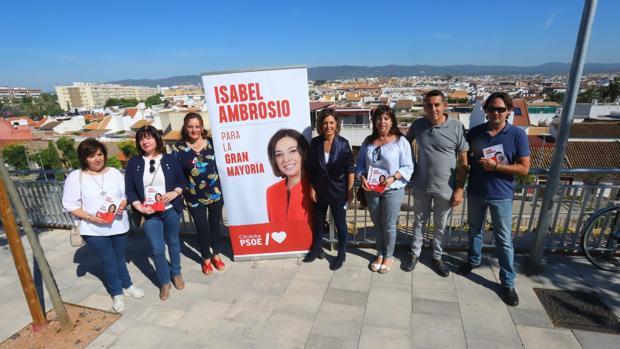 La alcaldesa y su equipo en el mirador de Osario Romano