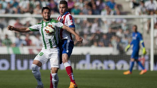 El exblanquiverde Florin Andone, en el partido ante el Atlético en Primera en El Arcángel