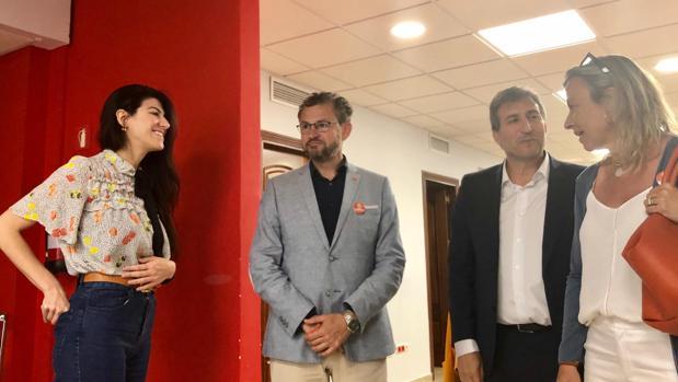 Isabel Albás, durante su reunión con la empresa No Solo Software