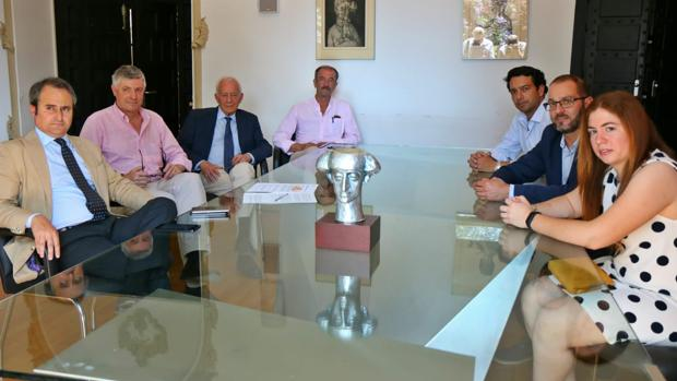 Imagen de la reunión del jurado del Trofero Municipal Taurino Manolete de Córdoba