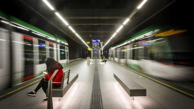 El metro de Granada espera una gran demanda durante los días de la feria de Granada.