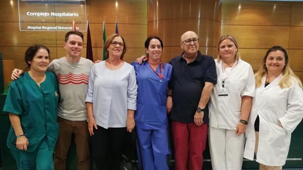 El paciente Eloy Ruiz (3º por la drcha.) junto a los enfermeros encargados del proyecto HEDO