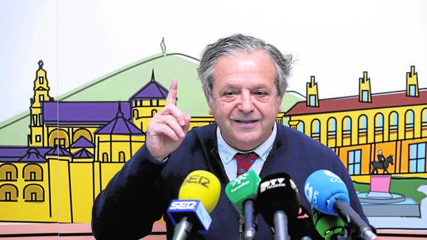 Salvador Fuentes en una rueda de prensa en el Ayuntamiento
