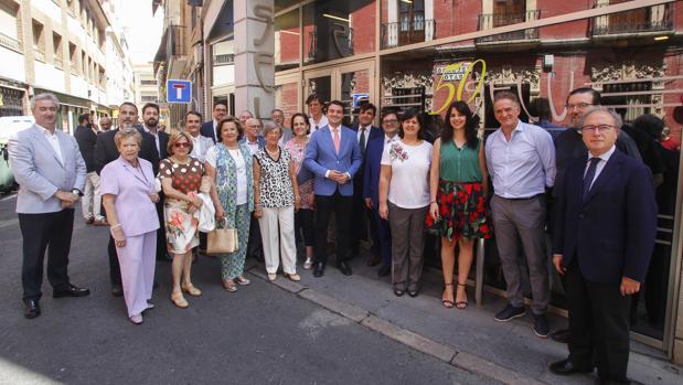 Foto de familia en el acto conmemorativo de Hotel Selu