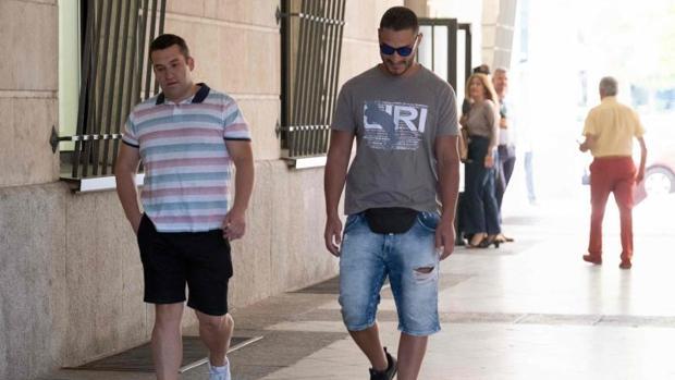 Dos integrantes de La Manada en la sede judicial de Sevilla