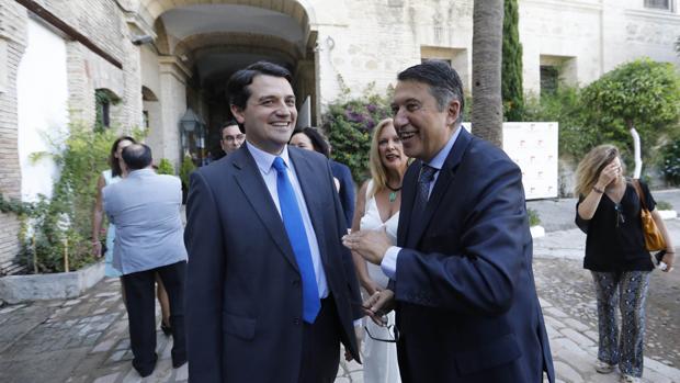 El alcalde, junto a Rafael Blanco