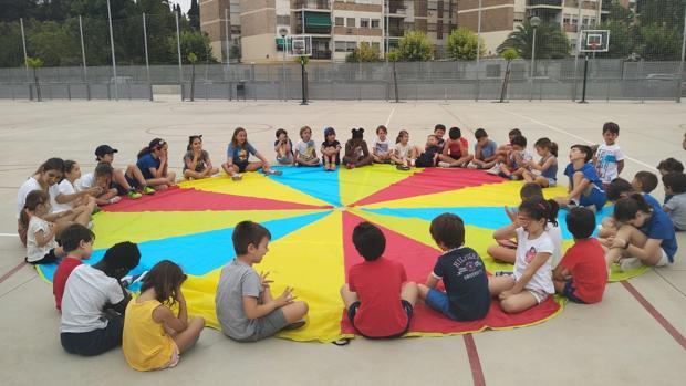 Alumnos de la escuela deportiva de verano durante una de las actividades