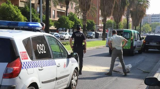 Agentes de la Policía Local en el lugar de los hechos